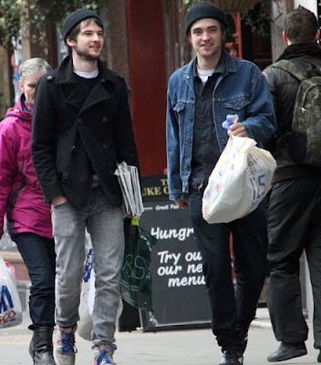 Robert Pattinson  Sturridge on Pattinson Ladies  Robert Pattinson With His Friend Tom Sturridge In