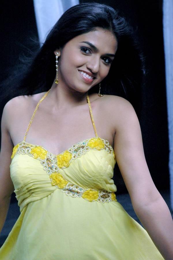 http://4.bp.blogspot.com/_mCQCUdBDa_U/S8BFa3JysvI/AAAAAAAAGF0/-nGrrb4gTwY/s1600/Sunaina_Malayalam_Mallu_Masala-Saree_5.jpg