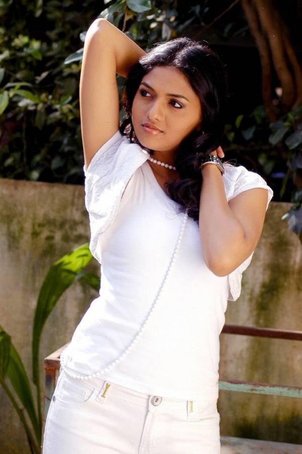 http://4.bp.blogspot.com/_mCQCUdBDa_U/S8BFbipHZaI/AAAAAAAAGGM/v6y6wnIkBgA/s1600/Sunaina_Malayalam_Mallu_Masala-Saree_8.jpg