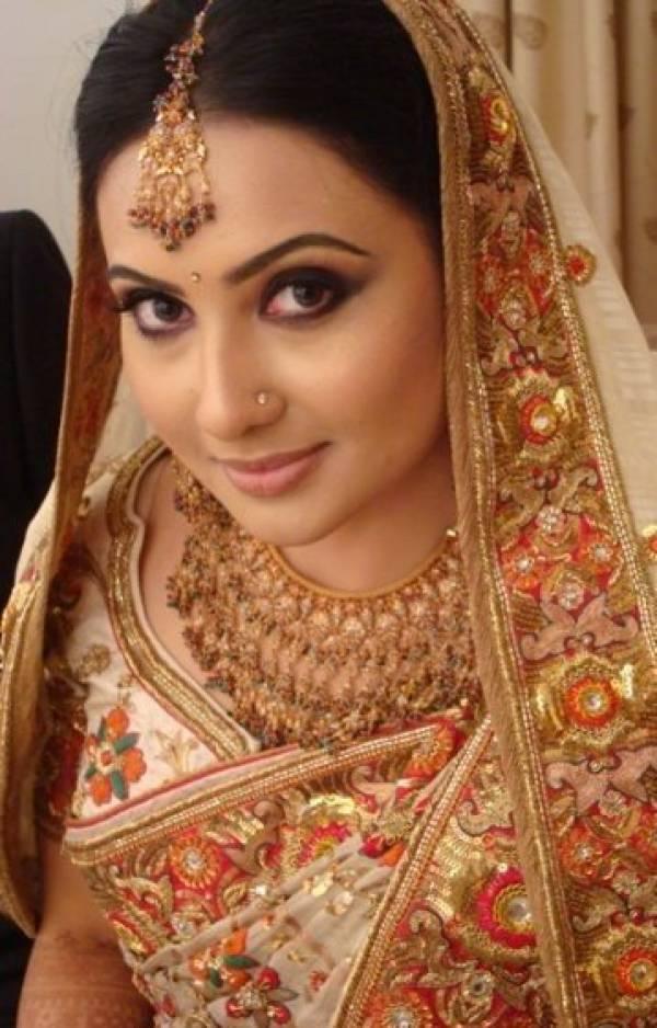 http://4.bp.blogspot.com/_mCQCUdBDa_U/S9JwhBBfn7I/AAAAAAAAHv8/5oUisJSmbUY/s1600/Bangladeshi-Bridals-Wedding-Photos-.jpg