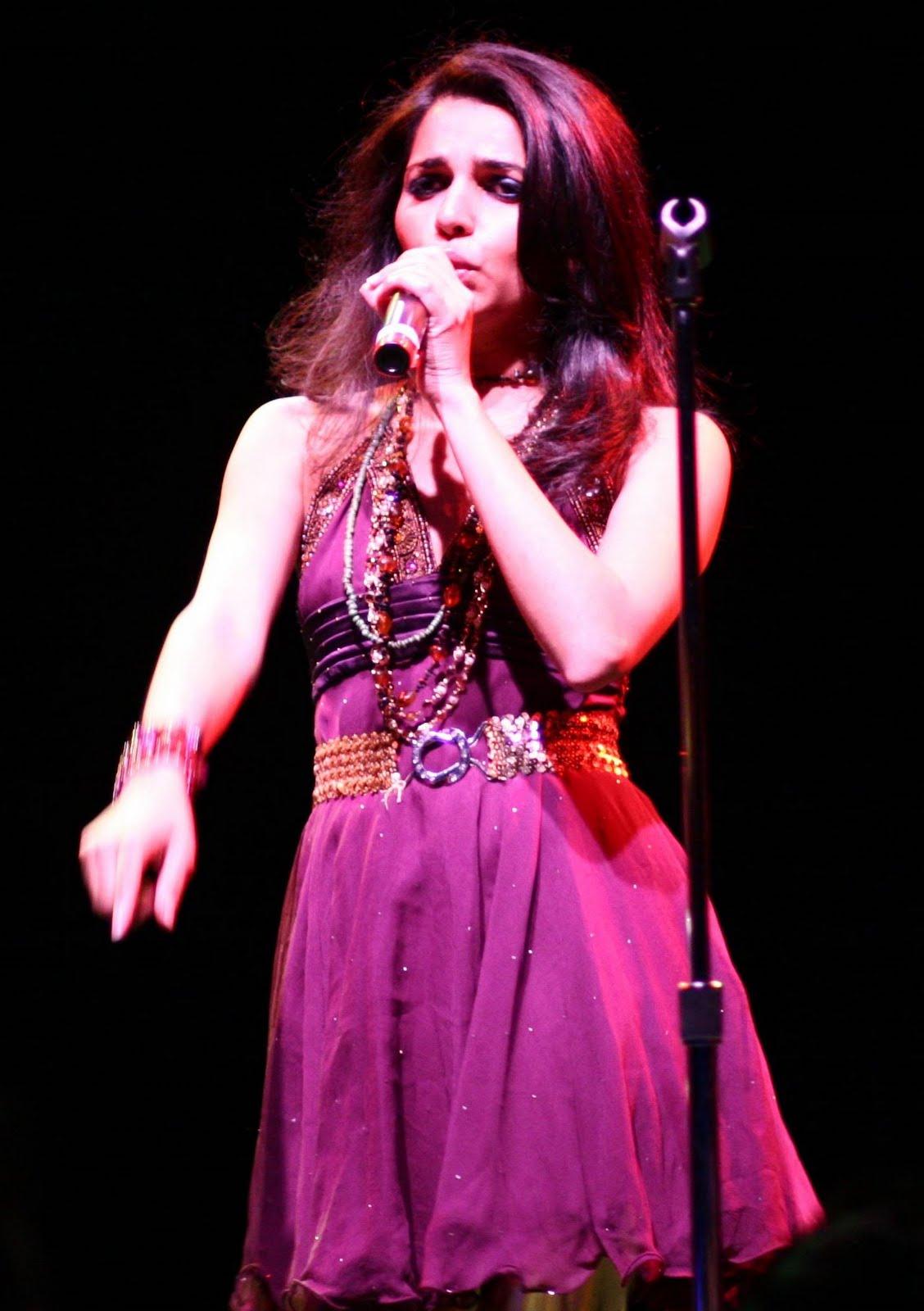 http://4.bp.blogspot.com/_mCQCUdBDa_U/S_yfk7-iTcI/AAAAAAAALOk/ypvsSyeIAlM/s1600/Nadia-Ali.jpg