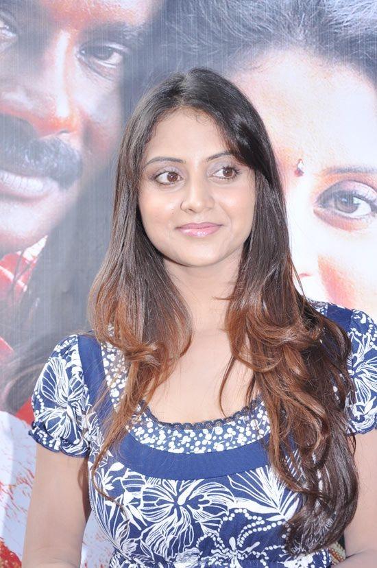 Telugu masala aunty Sunitha Varma hot cleavage photo unseen pics