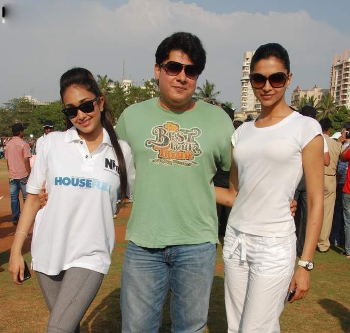 deepika padukone in cricket match played role in houseful movie actress pics
