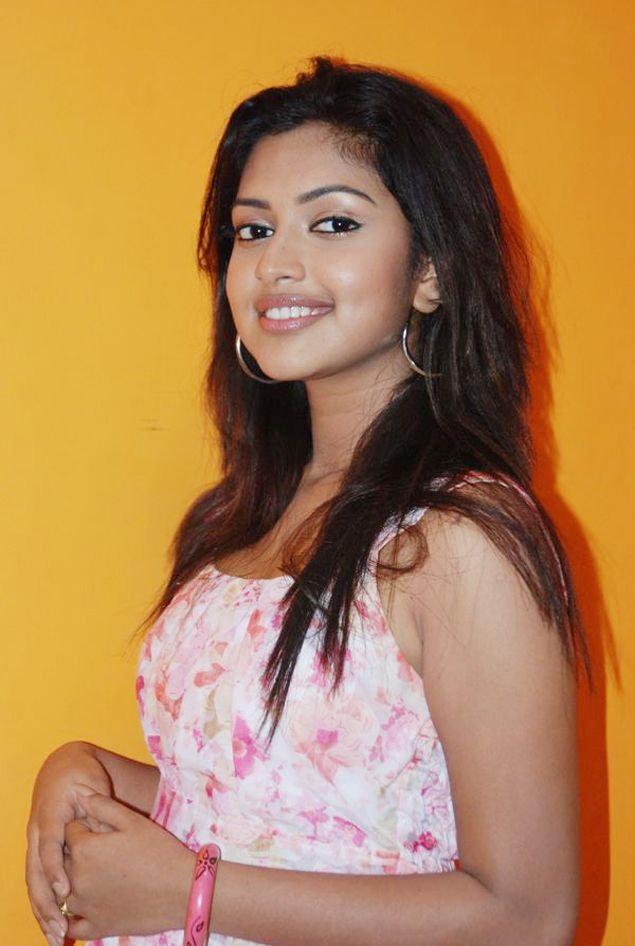 Amala Paul  Tamil actress latest photos hot picture cute pics movie stills navel show gallery unseen pics
