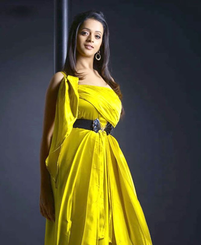 Bhavana Hot Photos Bhavana Sexy Photos Bhavana Spicy Photos cleavage