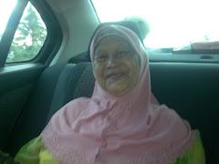 my idola, makkk.... pastinya insan  yang selalu mendoakan kebahagian kami