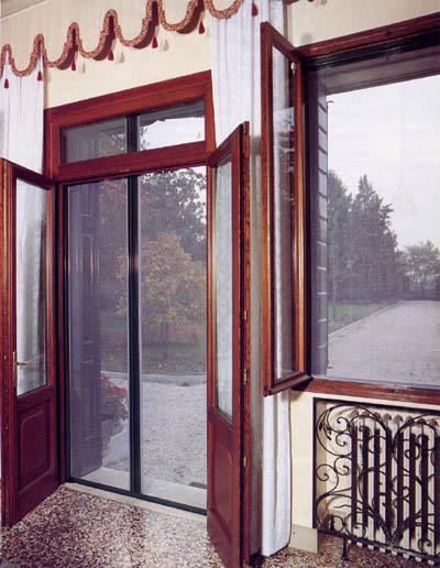 Tende per porte esterne interesting tettoie pergole for Bocchio serramenti