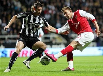 Bendtner Newcastle Arsenal