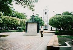 La Plaza Bolívar (El Parque) y La Iglesia: