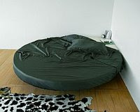 cama redonda preta