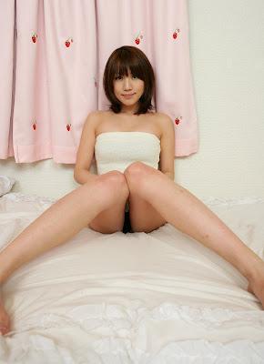 Sexy japanese girl: Maya Hirakawa black in white