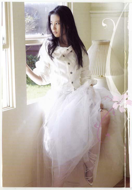 Chinese Celeb Actress Liu Yi Fei