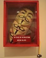 """""""Em caso de Revolução quebre o vidro."""""""