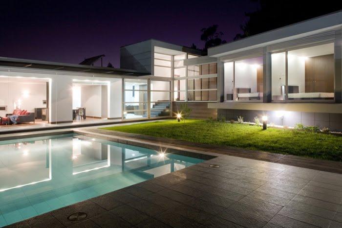 Casas minimalistas y modernas piscinas modernas iluminadas - Casa minimalista interior ...