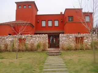 Estilo rustico frentes de casas rusticas for Colores elegantes para exteriores