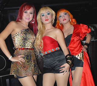 Trio Macan Hot http://artists-exposed.blogspot.com/2012/04/hot-trio-macan.html