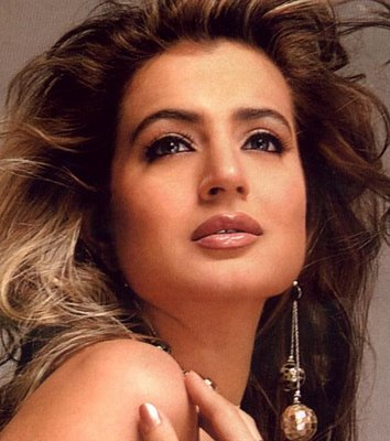Indian actress gallery amisha patel profile for Amisha indian cuisine