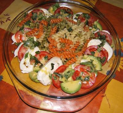 Ensalada de pasta tricolor / Salade de pâtes de trois couleurs