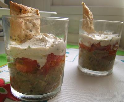 Vasito de guacamole, mousse de atún y tomates / Verrine de guacamole, mousse de thon et tomates