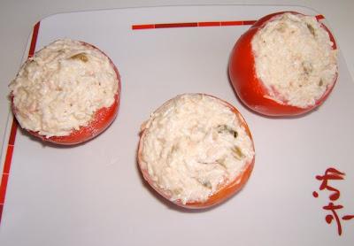 Tomates rellenos con arroz y atún