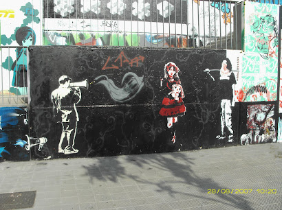 Mural del megáfono by Pi/Dolk/Raspouteam