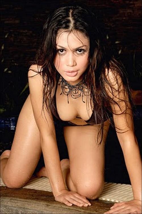 cewek sexy nira amartha hot brown bikini