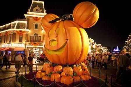 Unique Travel S Blog Halloween Time At Disneyland