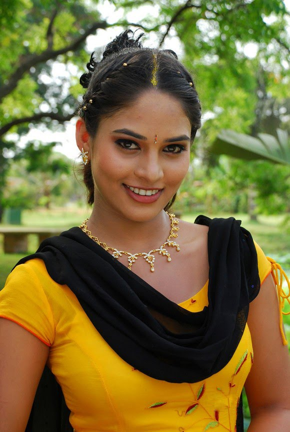 sania cute actress latest images