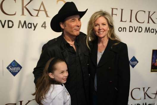 002000qugo eric wedge marriage for Clint black and lisa hartman wedding pictures
