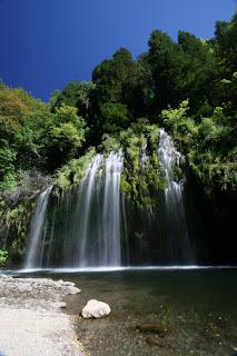 Mossbrae瀑布
