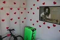 corações no quarto do namorado