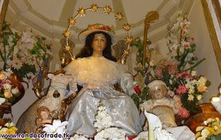 http://rondacofrad.blogspot.com/2007/08/hermandad-de-gloria-de-ntra-sra-divina.html