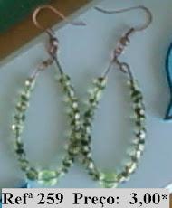 Refª 259 NOVO PREÇO: 2,00* Brincos ovais com facetes e cristal e checo tons de verde claro