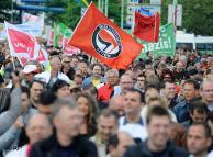 Anti-Pro-Köln demonstrators
