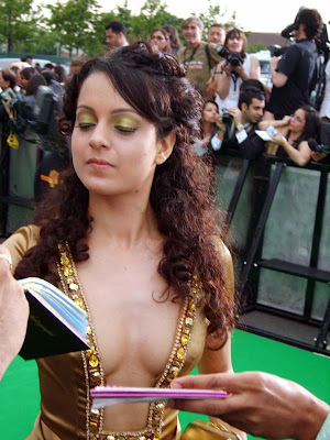 http://4.bp.blogspot.com/_meNZ5tSWBko/TLLDBxJYIeI/AAAAAAAAAAU/ptT1ON_46kc/s1600/Kangana+Ranaut+Blowing+Hot+Photos+(8).jpg