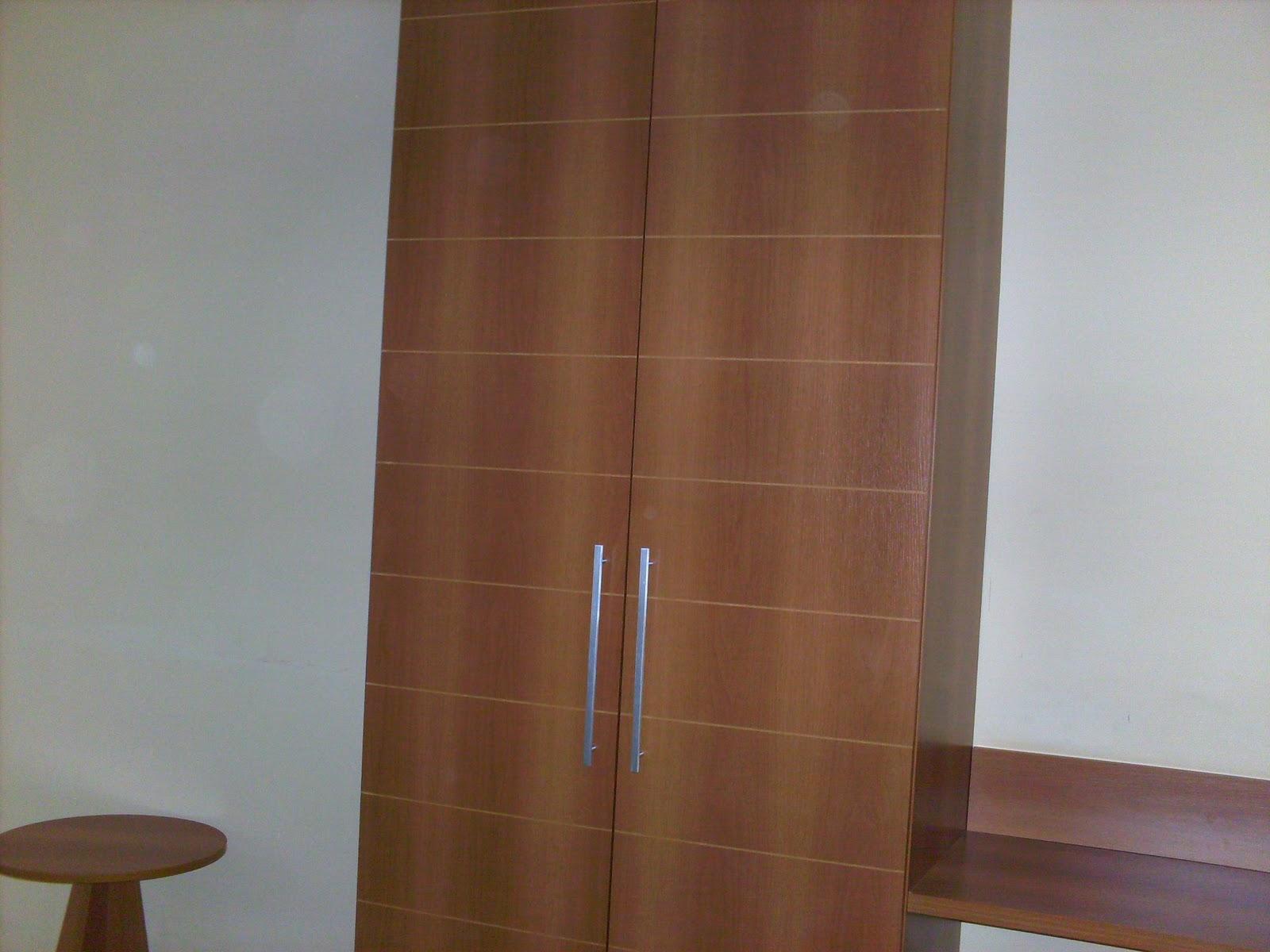 cama de casal banheiro com hidro massagem ante sala com sofá e tv #4E3420 1600x1200 Banheiro Casal Com Hidro