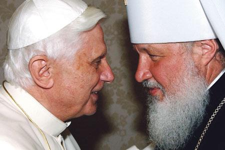 Papiez benedykt XVI i Metropolita Cyryl w 2007 r.