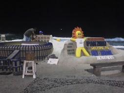 esculturas na areia da praia