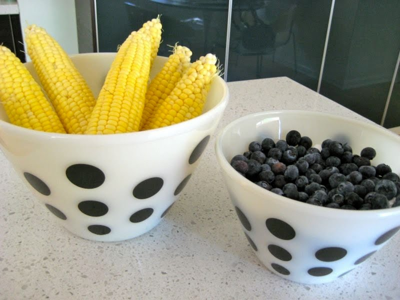 The Pyrex Collective: Pyrex Polka Dot bowls
