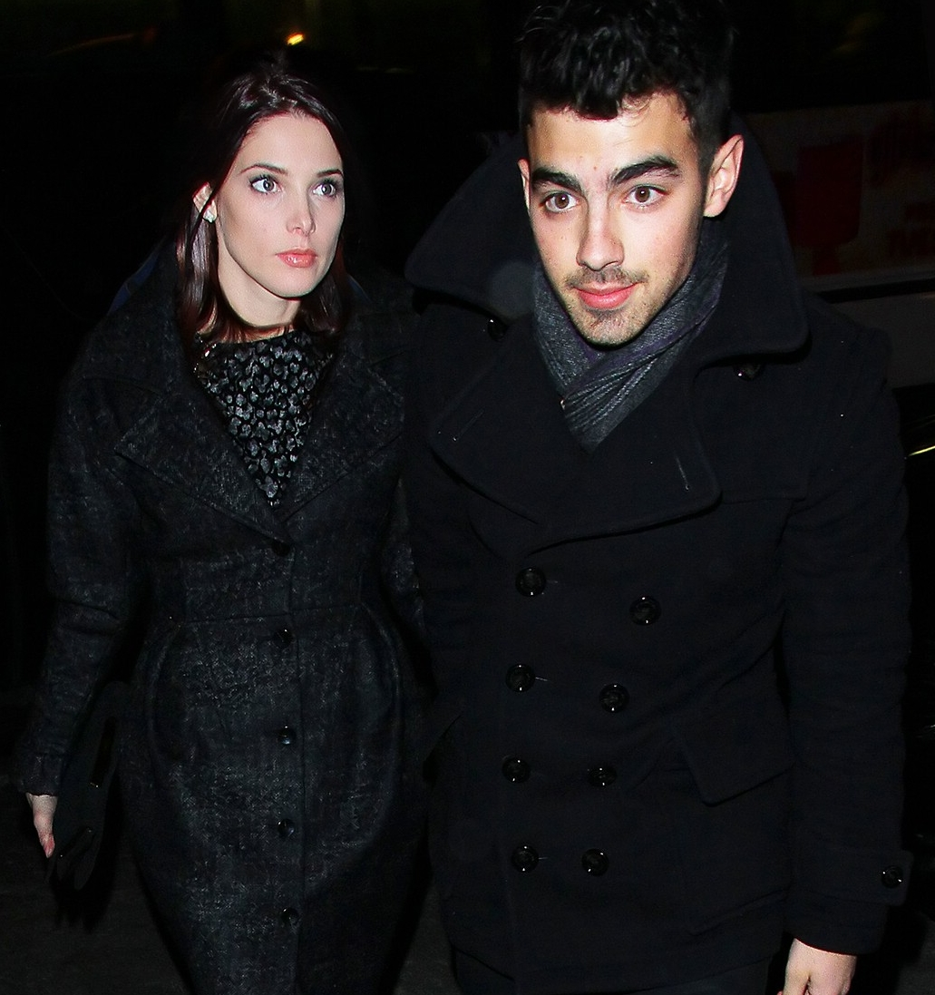 http://4.bp.blogspot.com/_mibZCo3wqkQ/TQtoUpuIJ7I/AAAAAAAAHC0/Vs7TiHFsbkY/s1600/ashley-greene-joe-jonas-nyc-03.jpg