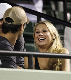 Photo of Anna Kournikova and Enrique Iglesias watching Williams sisters tennis match at 2009 Sony Ericsson Open