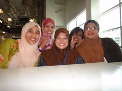 Lunch Ngan Awek2 Blogger...fewiitttttt :)