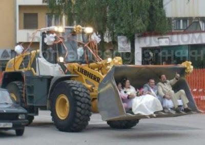 http://4.bp.blogspot.com/_mmBw3uzPnJI/R583yPaiWWI/AAAAAAAALQ8/gJ8nw4Axa1U/s400/funny_weddings_15.jpg
