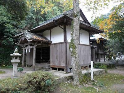 Japan breast shrine 05 Kuil Karube: Tempat Penyembah Dewi Payudara Wanita