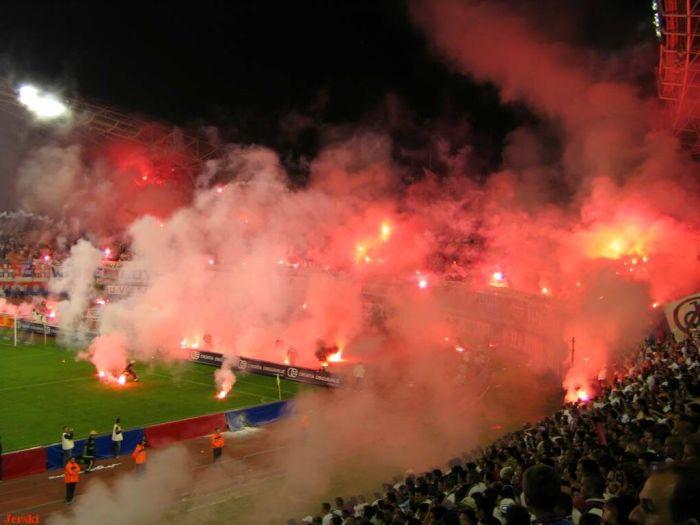[Image: soccer_fans_celebrating_07.jpg]
