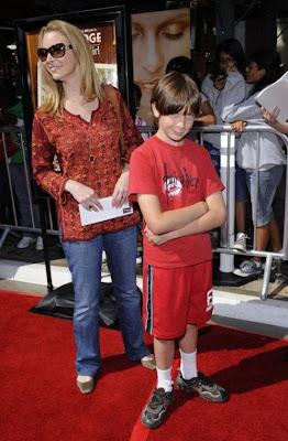 Lisa  Kudrow and her son Julian