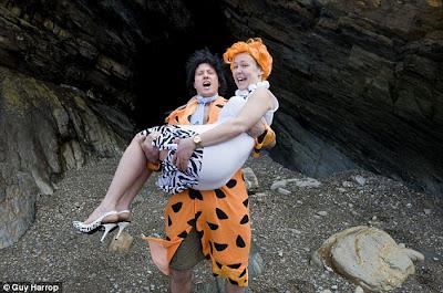 http://innofotovideo.blogspot.com/2012/02/pernikahan-bertemakan-flinstones.html