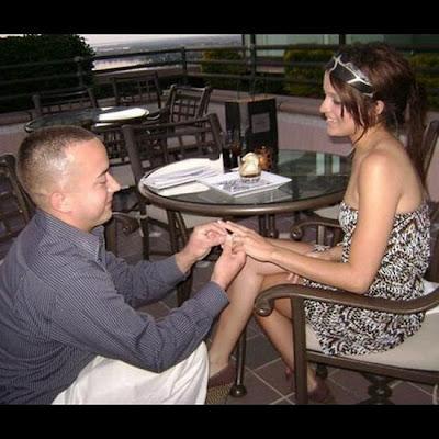 Melamar Pasangan Paling Romantis