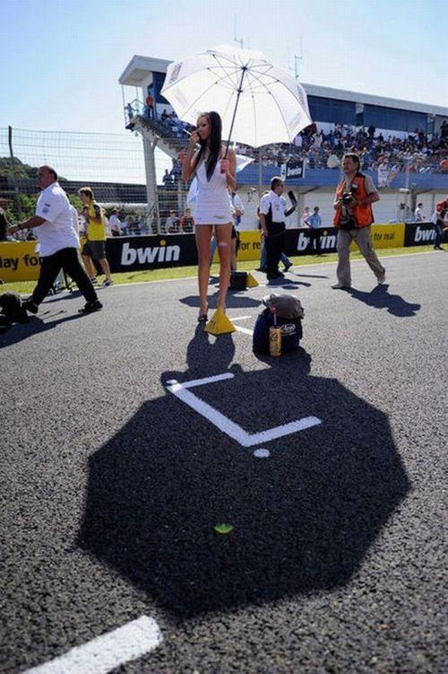 http://4.bp.blogspot.com/_mmBw3uzPnJI/S_u_AKBKvkI/AAAAAAABSLc/h67cAx1JGNU/s1600/Formula1_Pit_Babes_45.jpg