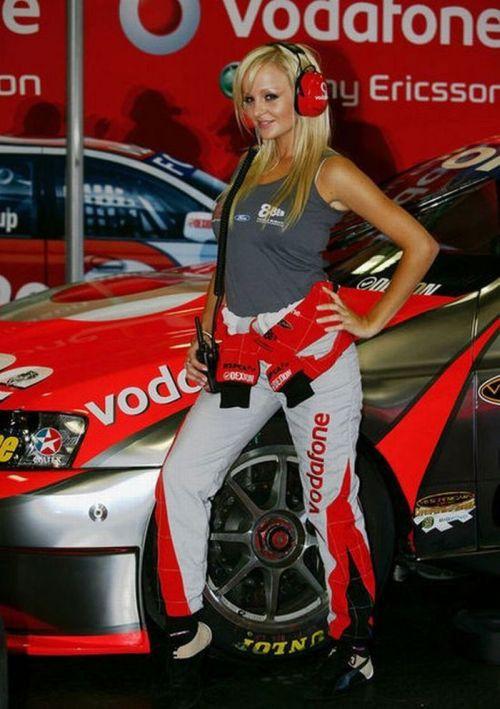 http://4.bp.blogspot.com/_mmBw3uzPnJI/S_vApkf8PYI/AAAAAAABSPk/-rhP5pFG-AQ/s1600/Formula1_Pit_Babes_12.jpg